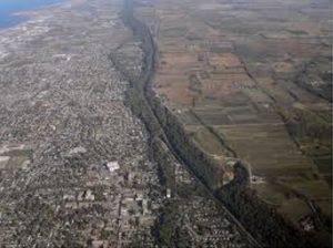 Escarpement du Niagara est un soulèvement étendant des centaines de miles