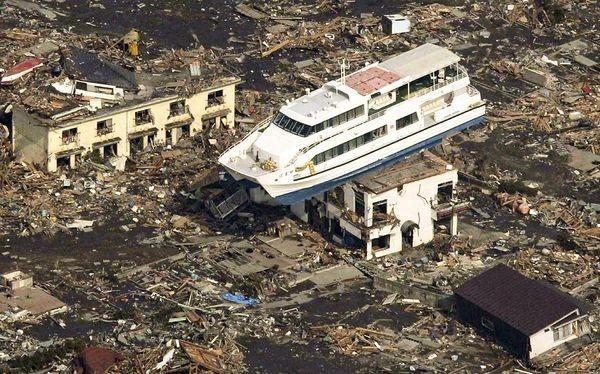 tsunami flood image